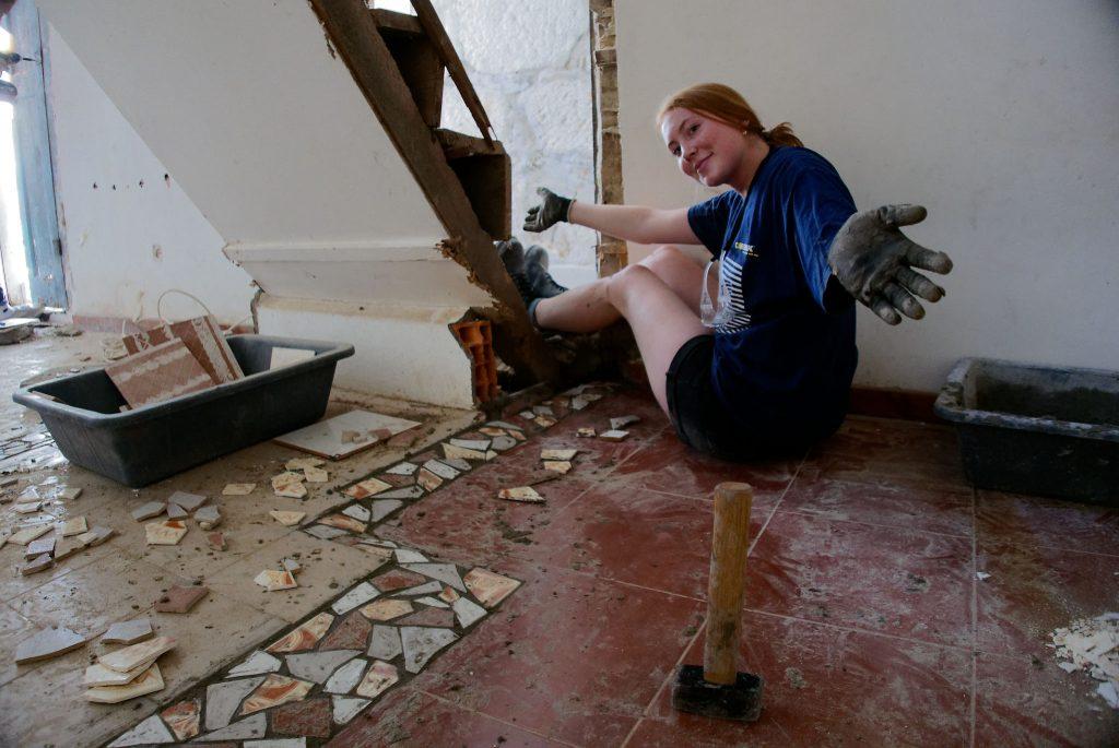 Laying stone floor